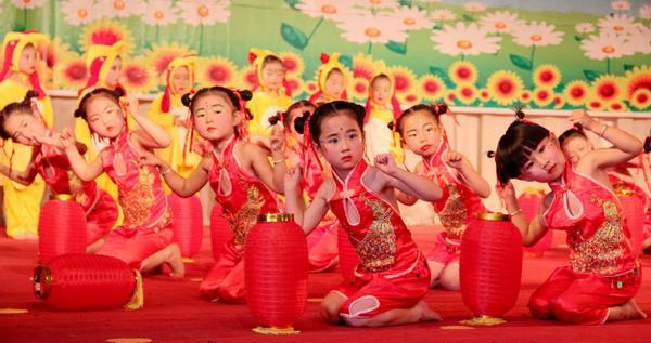 """阳光宝贝幼儿园:举行庆""""六一""""儿童节文艺汇演"""